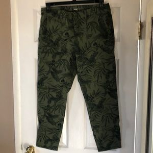 Crop pants with tropical print